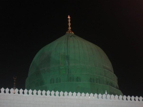 The Green Dome of Felicity. Underneath which the beloved rests. Endless peace and blessings be upon you oh beloved of Allah!