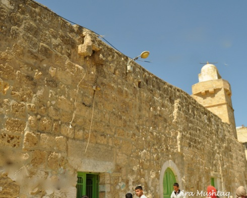 The Maqam is situated in the town of Bani Na'im.